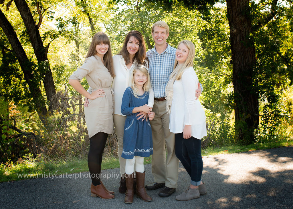 family in neutrals for large family picture