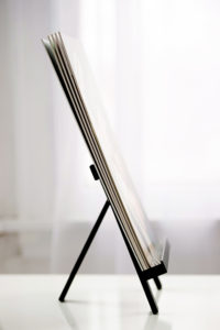 easel for rotating picture display